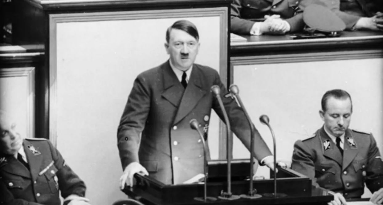 Discours de Hitler au Reichstag